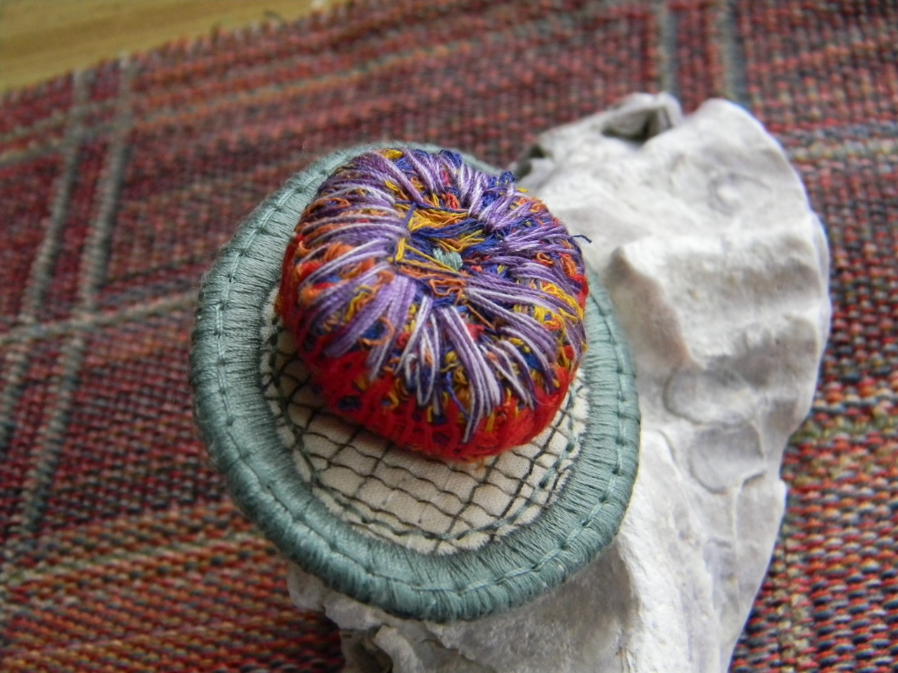 thread sculpture pin2