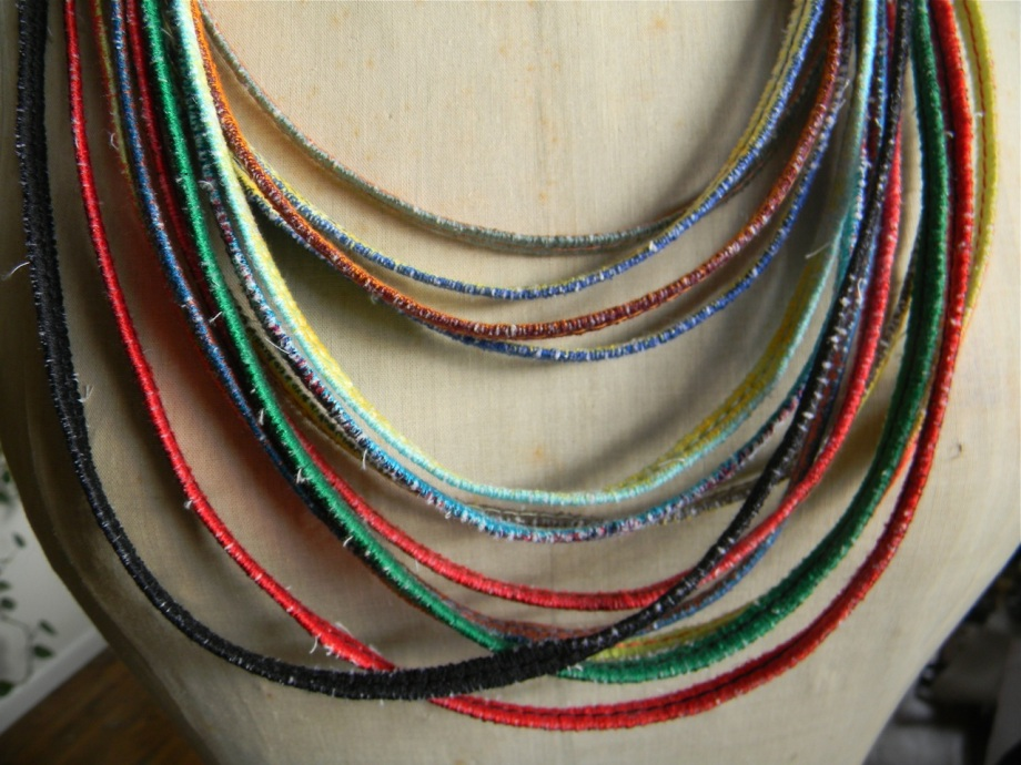 13 zigzag thread necklaces2