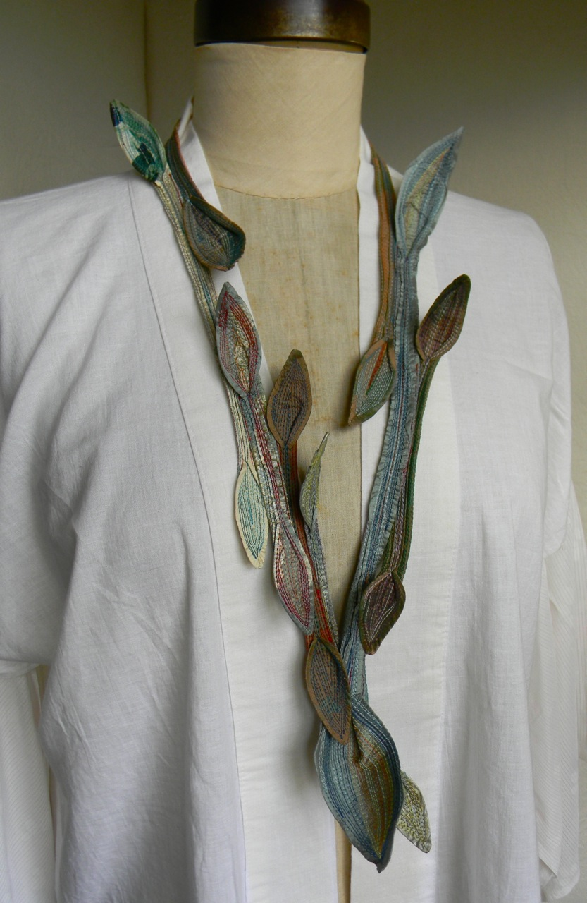 green lilly necklace1