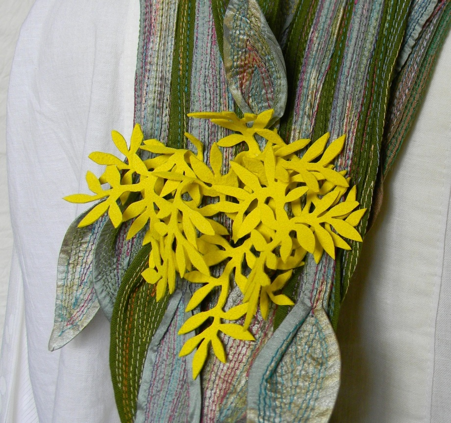 yellow blooming lilly necklace2